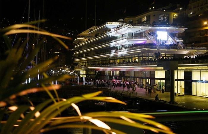 Yacht Club de Monaco at night