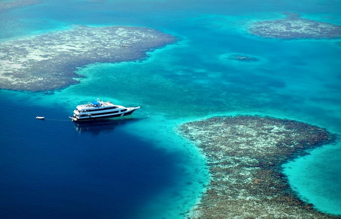 Boat trips at Great Blue Hole in Belize