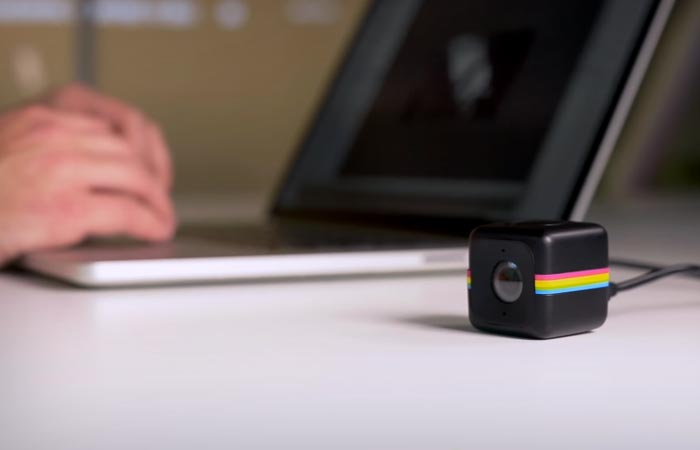 Polaroid Cube connected to the computer