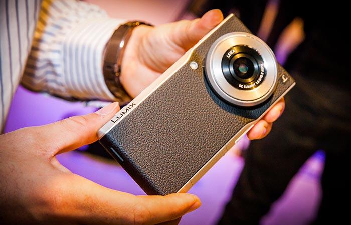Panasonic Lumix CM1 with Leica lens