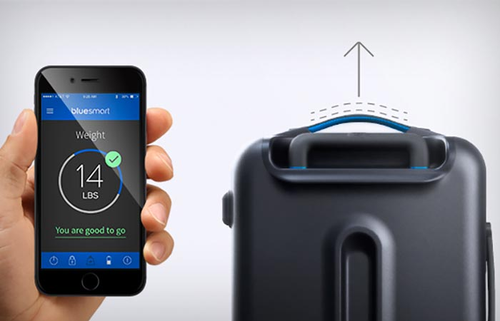 Built-in scale of the Bluesmart carry-on bag