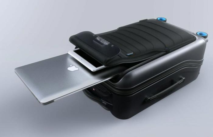 Laptop pouch in the Bluesmart carry-on bag