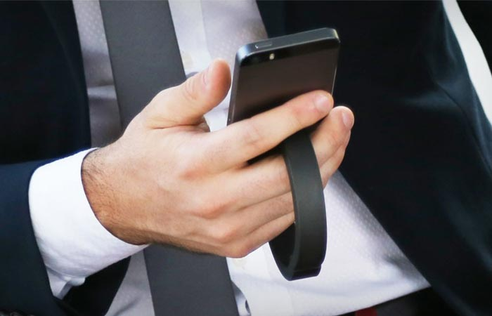 QBracelet charging wearable device