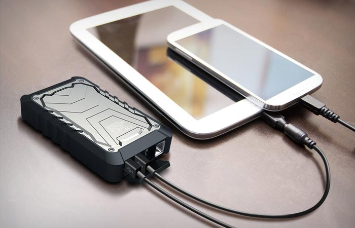 Bolt water resistant battery from Photive