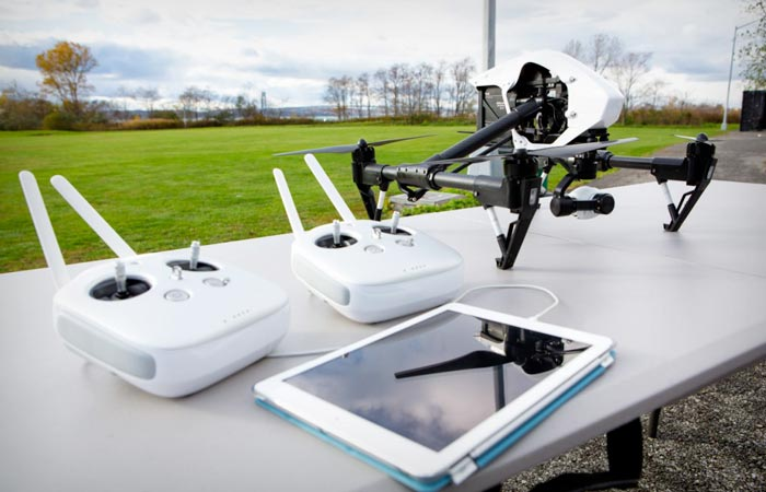 DJI Inspire 1 quadcopter with 2 remotes
