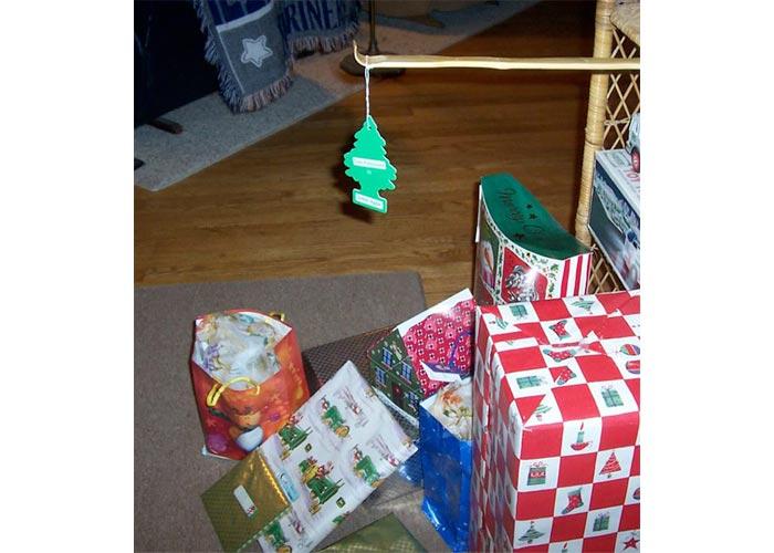 """I am broke and lazy"" Christmas tree"