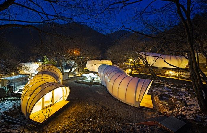 Doughnut shaped tent