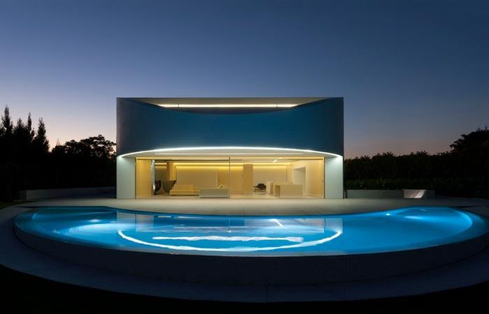 Casa Balint House by Fran Silvestre Arquitectos