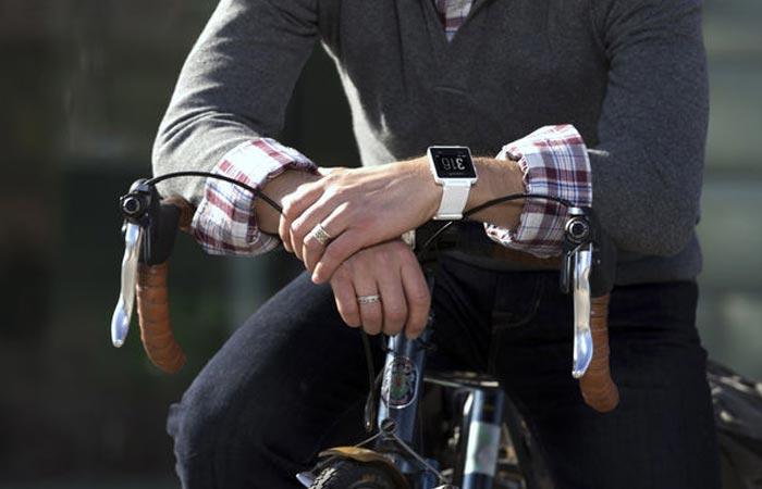 Garmin Vivoactive GPS smartwatch is also stylsih