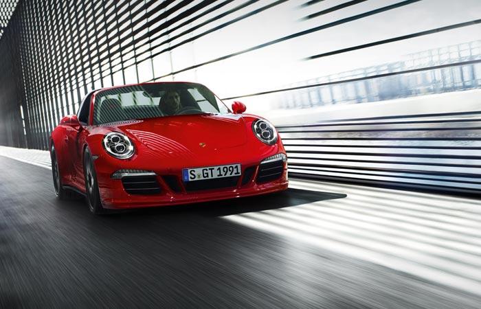 Front view of the Porsche 911 Targa 4 GTS