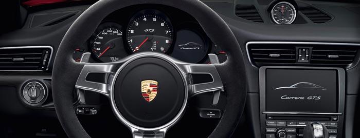 Instrument and dash of the Porsche 911 Targa 4 GTS