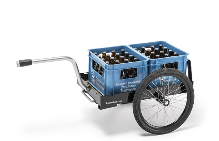 Hinterher bike trailer transporting beer