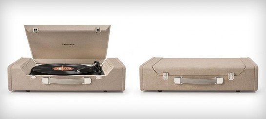 CROSLEY CR6232A NOMAD | PORTABLE VINYL RECORD PLAYER