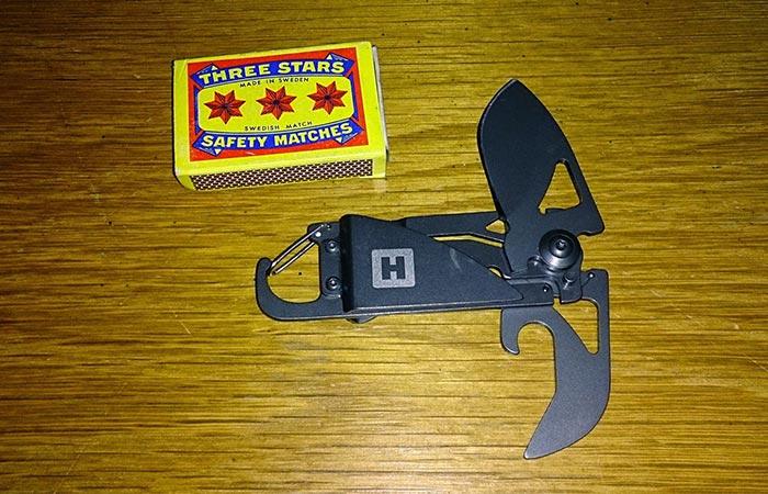 Carabiner Knife size comparison