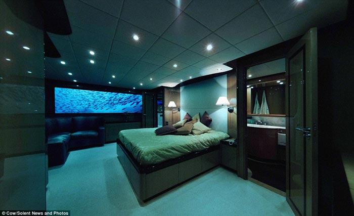 Lovers Deep submarine interior