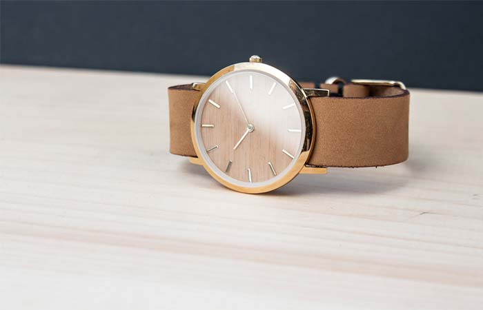 Golden combination of watch and brown straps