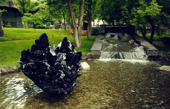 Lovers Park Yerevan statue