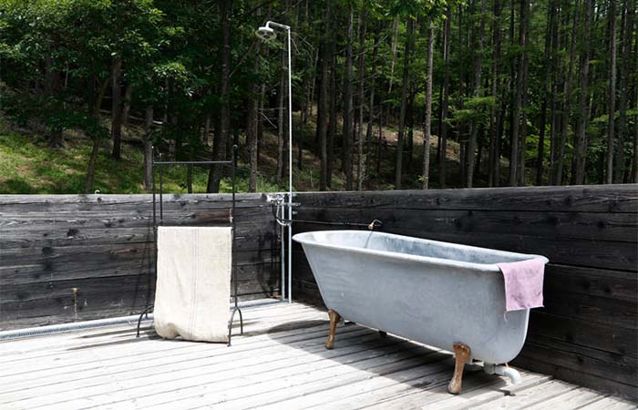Outdoor bathtub in a mountain cottage in Japan