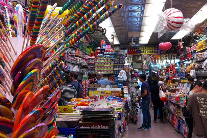 http://www.nyhabitat.com/blog/wp-content/uploads/2014/03/lower-east-side-manhattan-new-york-economy-candy-rivington-delancey-street.jpg