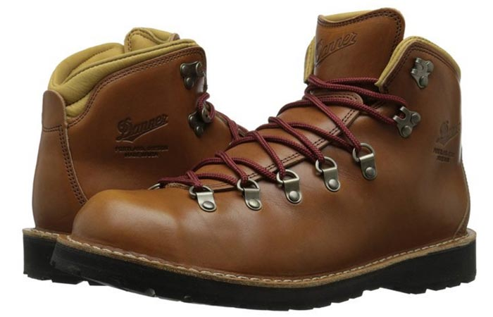 Danner Men's Mountain Pass Boots, Rio Latigo, two boots oriented in opposite directions, one in front of the other, side view, on a white background.