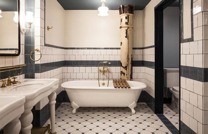 A free-standing clawfoot tub in Hotel EMMA