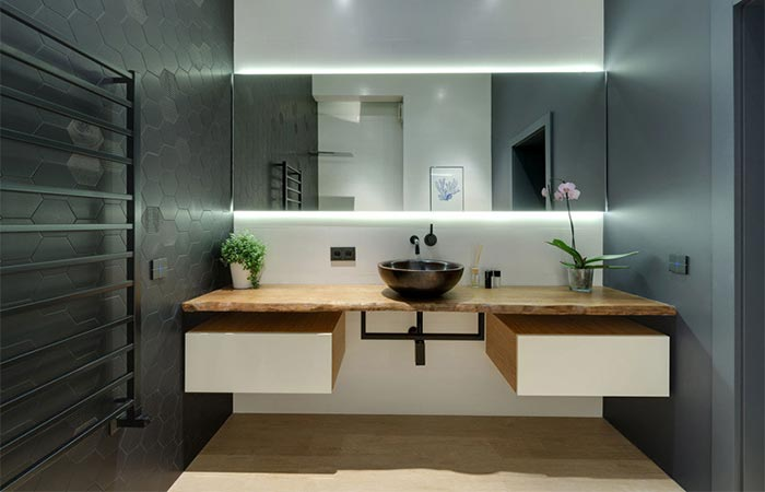 One of the bathrooms in the Kharkiv Slide Appartment