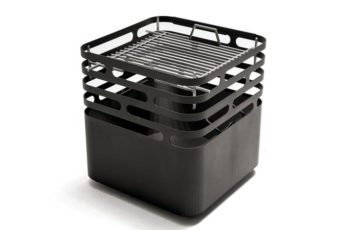 Höfats CUBE Fire Pit with a cooking grate, tilted, on a white background.