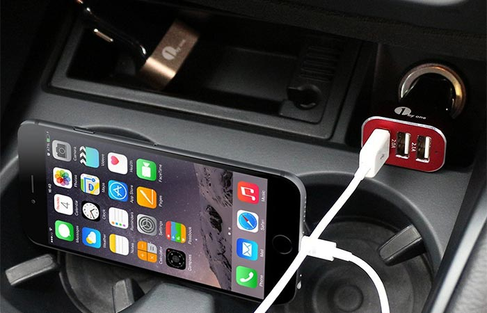 Smartphone Being Charged With 1Byone 7.2A / 36W 3-Port USB Car Charger In The Car