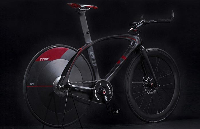 T°RED BestiaNera Hybrid Bike , side view, with a black background.