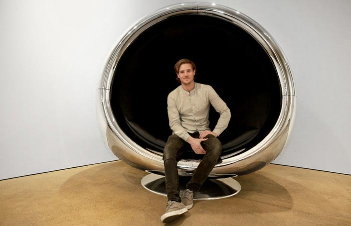 A Guy Sittng In Boeing 737 Cowling Chair