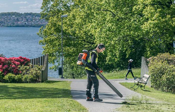Man cleaning a park with the Husqvarna 580BTS
