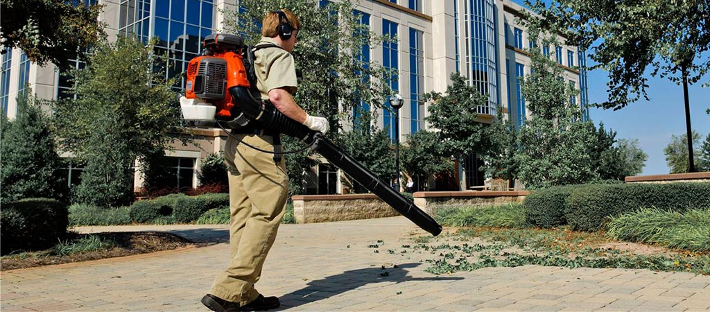 Man using the Husqvarna BTS580 75.6cc Backpack gas Leaf Blower