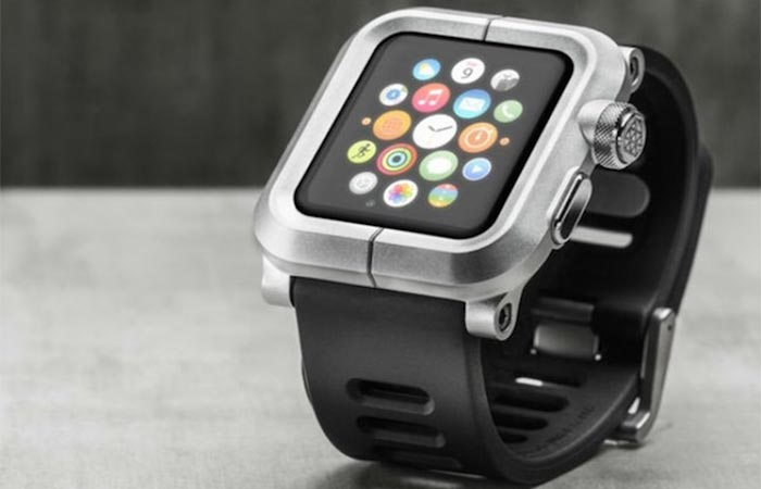 The Epik H2O with the apple watch features displayed