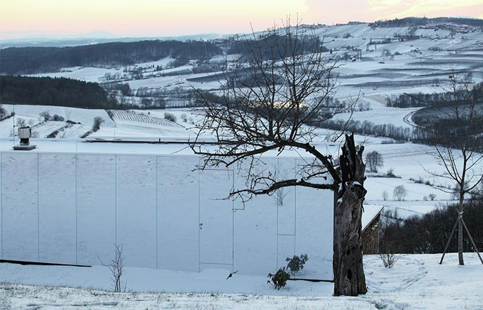 Casa Invisible Exterior In Winter