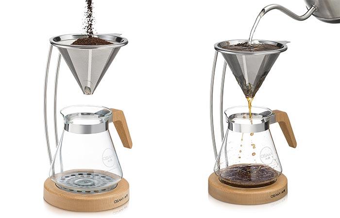 Preparing coffee with the Osaka dripper