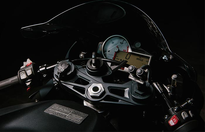 Close up of the speedometer on the BMW S 1000 RR Turbo