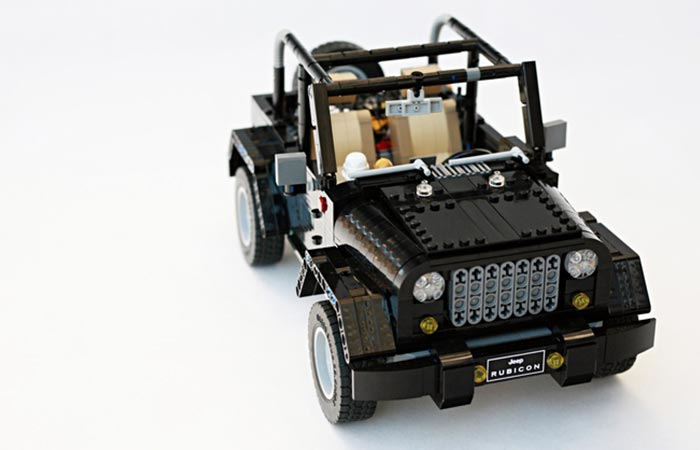 LEGO Jeep Wrangler Rubicon front view without the roof on