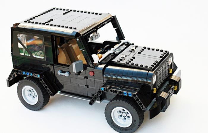LEGO Jeep Wrangler Rubicon side view with roof attached