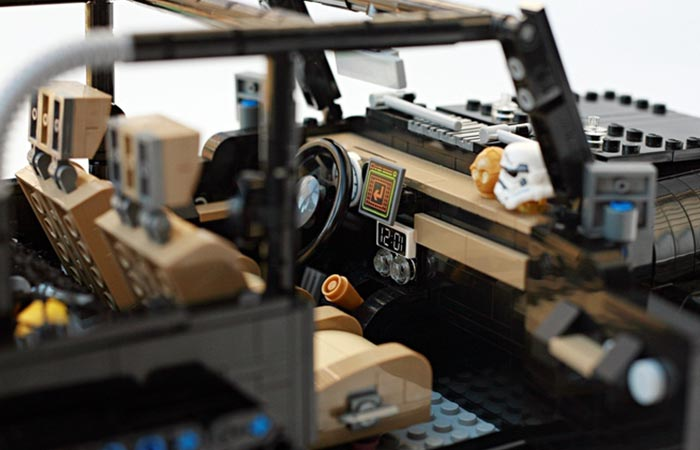 LEGO Jeep Wrangler Rubicon view of the cabin