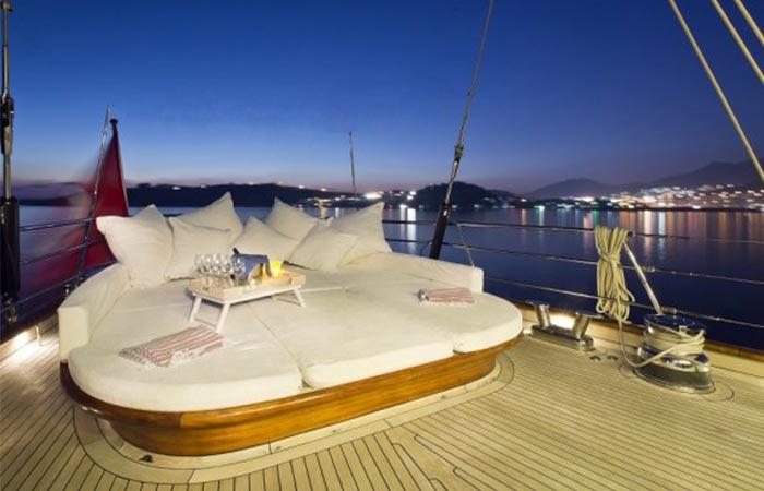 Regina Sailing Yacht outdoor lounger