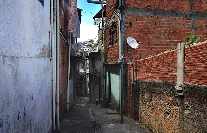 Sao Paulo favela before painting