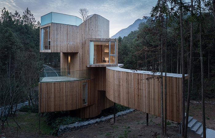 the outside of a treehouse hotel