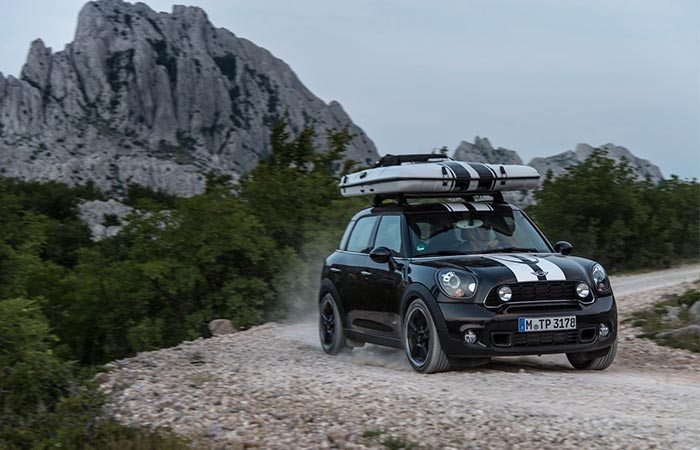 drinving a Mini Countryman with a tent on the top of it