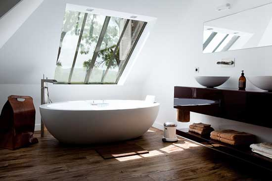 alexis toureau white tub bathroom