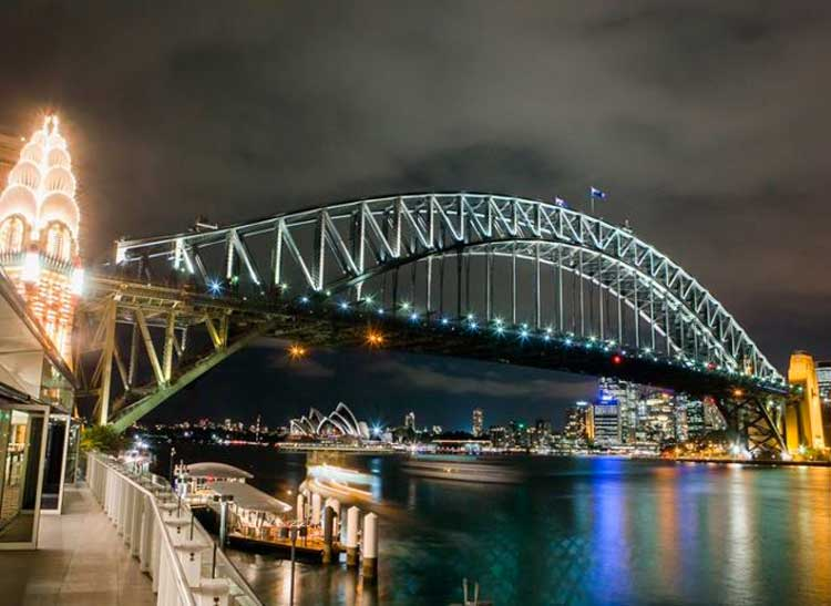 Vivid Light Up bridge in Sydney