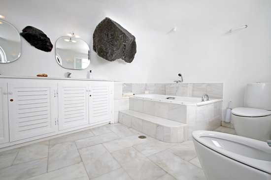 White House Villa Santorini bathroom