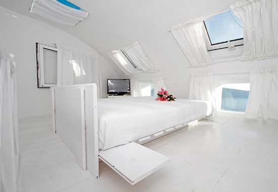 White House Villa Santorini bed