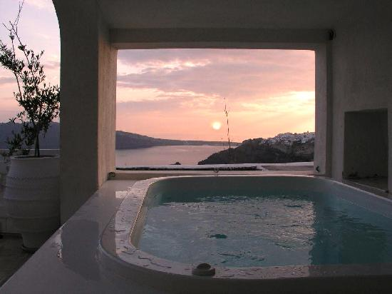 White House Villa Santorini jacuzzi overlooking the sea
