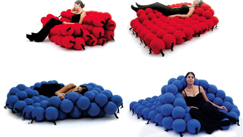 4 images of the blue and red Feel Seating deluxe by Animi Causa with a woman sitting on it