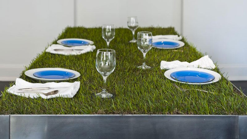 wine glasses and plates on a Grass Top PicNYC Table